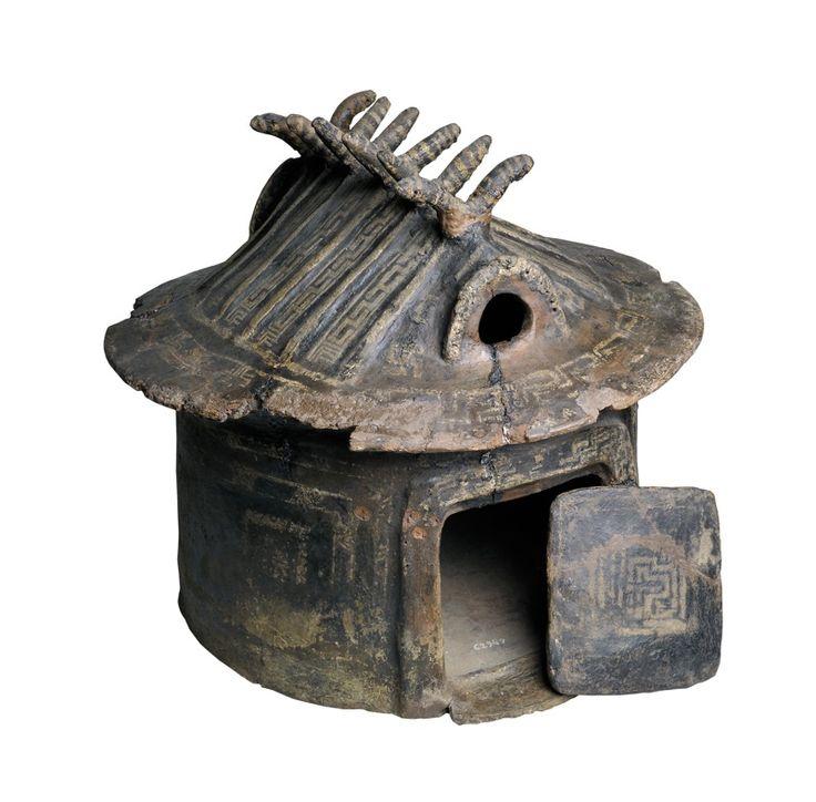 Urne funéraire en forme de cabane | Musée national étrusque de la Villa Giulia, Rome