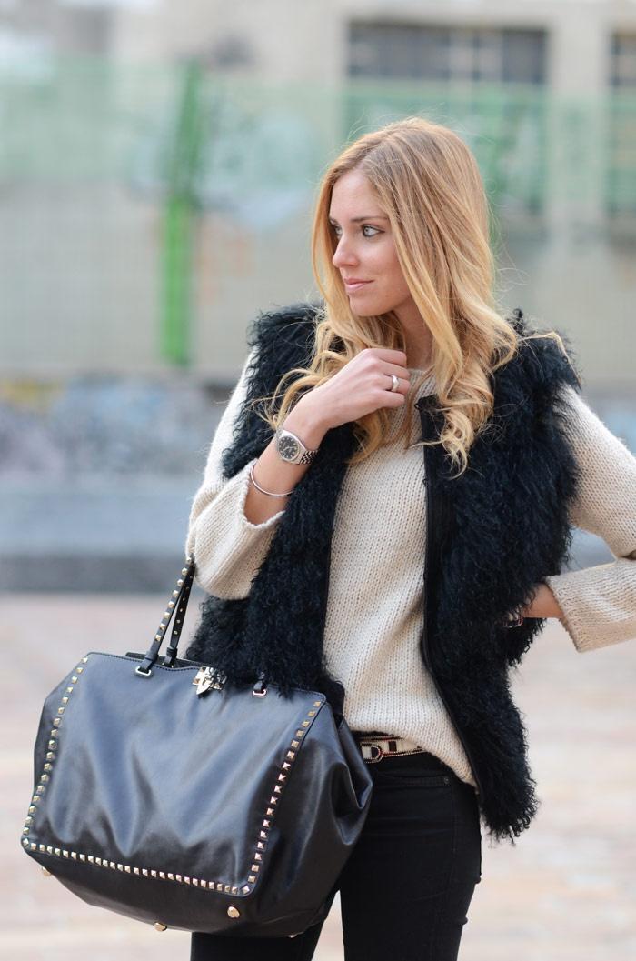 cream sweater with a black faux fur vest minus the purse