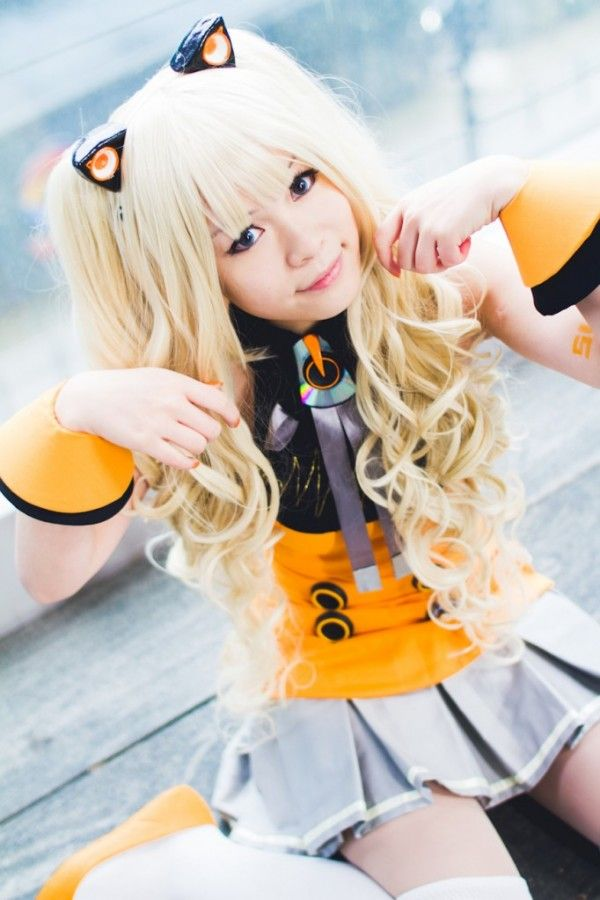 Yumi Cosplay : SeeU from Vocaloid  in Otaku House Cosplay Idol 2012