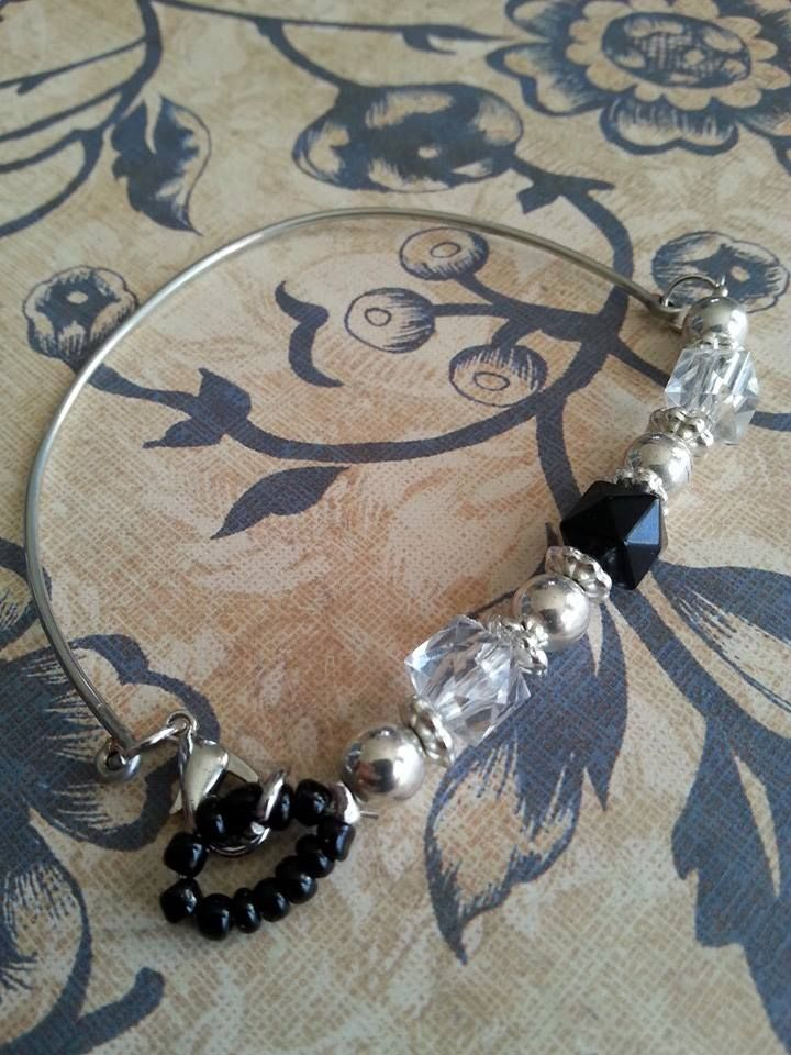 Wire silver tone bracelet with black, silver and clear beads