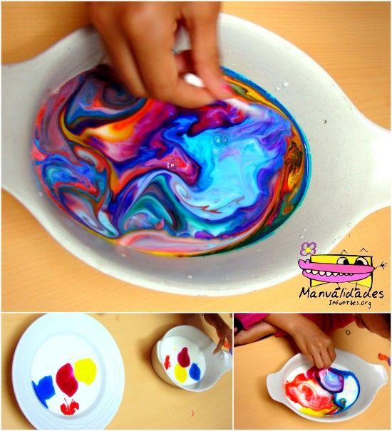 Experimento con pintura y leche