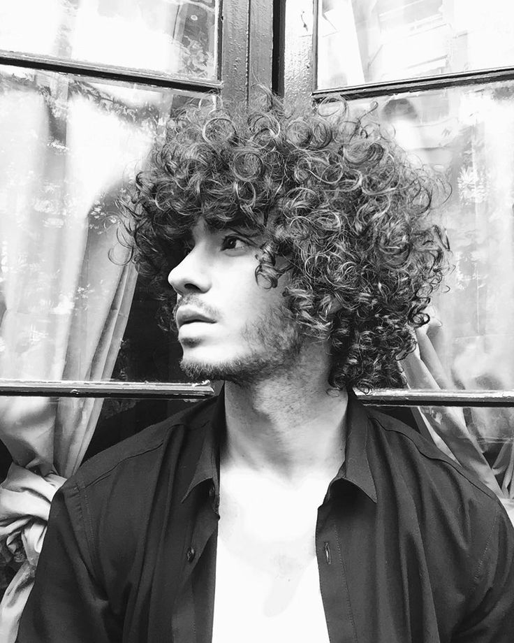 long curly hair for men / long curly hair men / rizos / long natural hair / men with long hair / cabelo cacheado masculino / cabelo cacheado comprido / homens de cabelo cacheado / free the curls