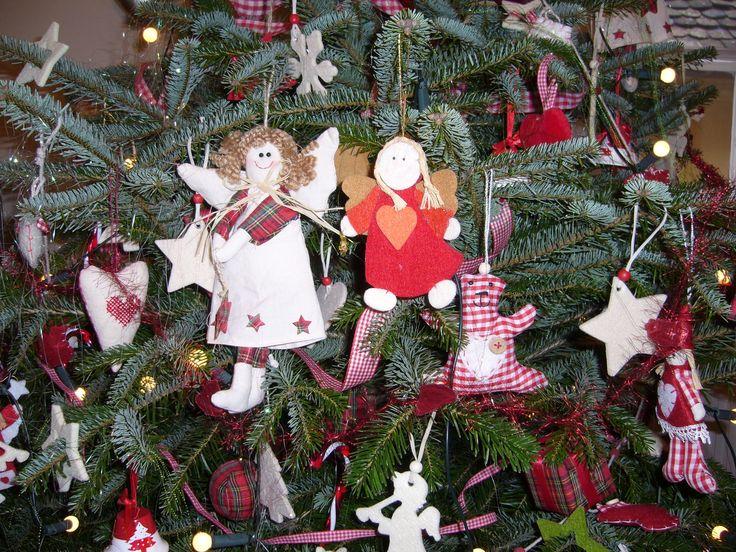 """baby-friendly"" Christmas tree"