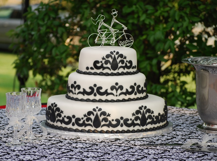 Bold black on white Damask design Oval Wedding Cake - toptierweddingcakes.dotphoto.com