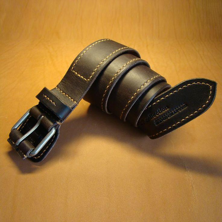 """Авторский кожаный ремень в единственном экземпляре! Аксессуар изготовлен из чепрака - качественной толстой телячьей кожи, имеет """"клапан"""" - подложка под пряжку, которая избавляет от трения металла о брюки или тело, прошит вручную швом Saddle stitch.Ремень выполнен в традициях ремней д"""