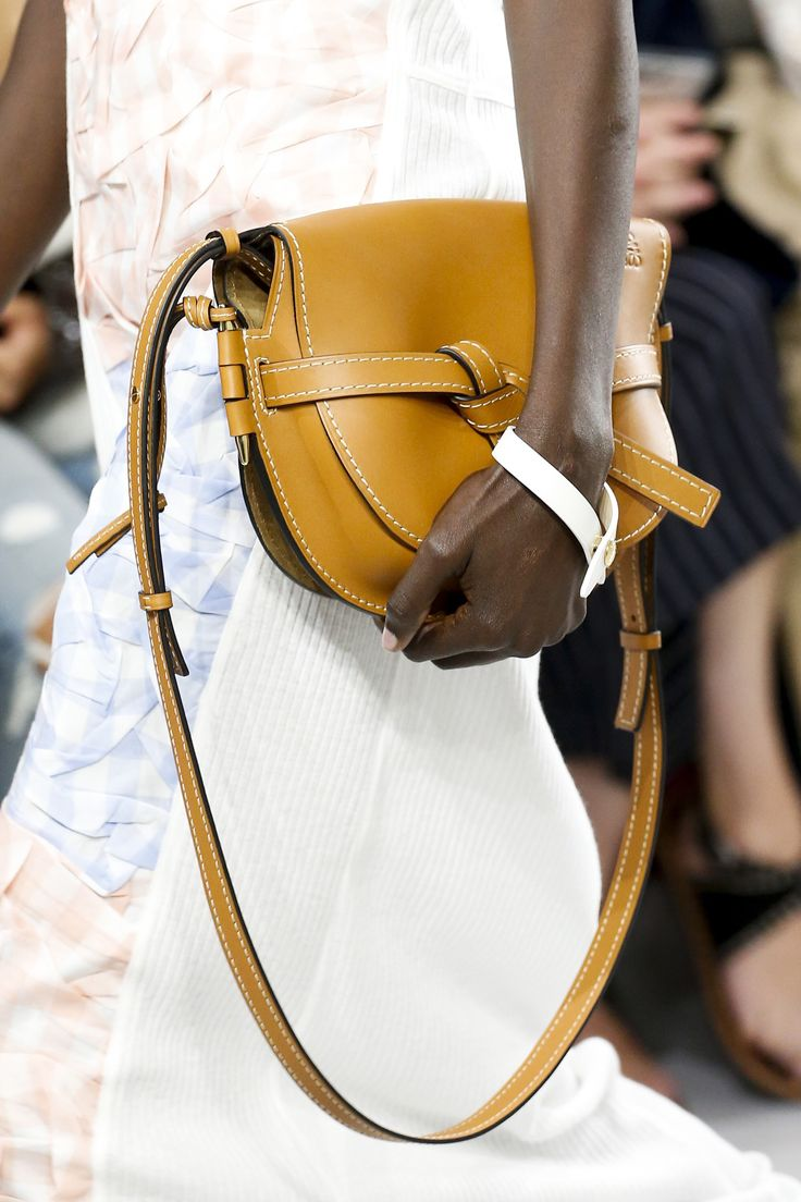 Loewe Spring 2018 Ready-to-Wear  Fashion Show Details