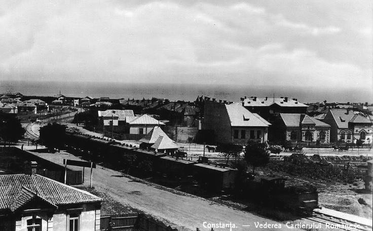 Constanta - Trenul spre Mamaia circuland pe actualul bulevard Mamaia - interbelica