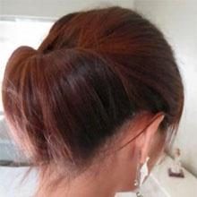 chignon   => staart maken en lus laten  => lus langs boven in staart steken  => losse haartjes vastwetten met speldjes