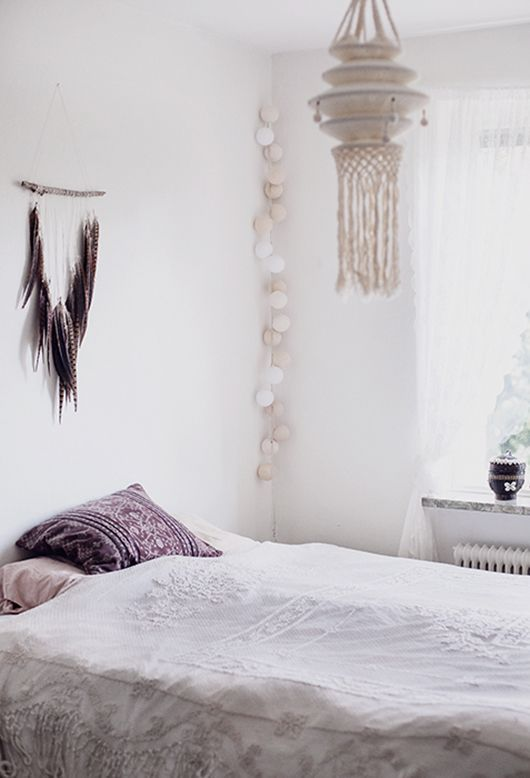 Bohemian simplicity, the white macrame lamp is perfect. Gorgeous long string lights on corner for romantic nights touch ♥ ....and feathers! Chic.