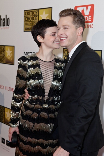 ginnifer goodwin dating 2013 Ginnifer goodwin family soon after goodwin started dating her co star in once upon a time josh dallas in 2011 the duo got engaged in october 2013 and later.