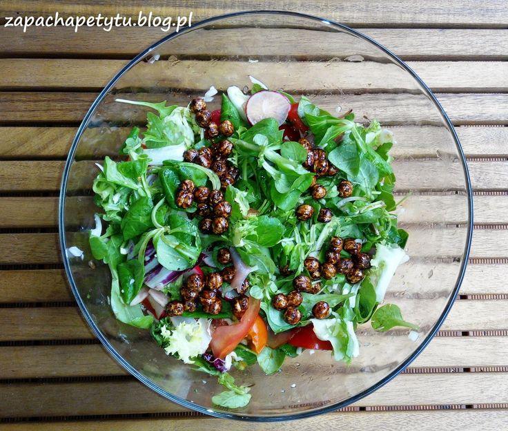 Fresh salad with carmelized nuts #salad #carmelize #nuts #foodblog #polishgirl