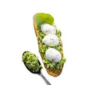 Bruschetta 4: mozzarella, tuinbonen en basilicum