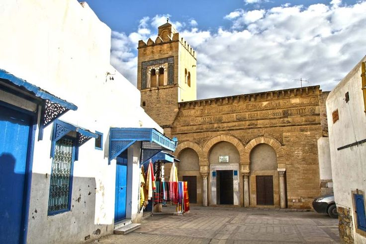 O Islão influenciou profunda e prolongadamente o norte de África. O símbolo por excelência desse domínio é a cidade de Kairouan, na Tunísia.
