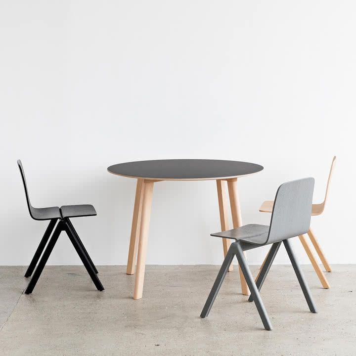 Copenhague Cph Deux 220 Tisch Von Ronan Erwan Bouroullec Fur Hay Runder Tisch Mit Holzbeinen Und Soft Touc Gartentisch Holz Metall Gartentisch Holz Esstisch