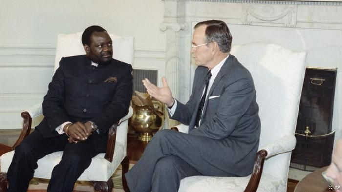 George Herbert Bush, Presidente dos EUA de 1989 a 1993, recebeu Jonas Savimbi na Casa Branca em Washington