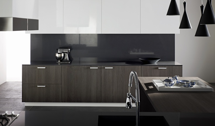 Benchtop and Splashback essatone French Black. Upper Storage cabinets Laminex CrystalGloss Crystal Diamond. Return bench and lower storage Laminex  FSC® Certified Timber Veneer Alluvial Oak. Styling Wendy Bannister. Photography Earl Carter.