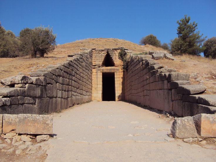 Микены . Гробница Атрея и Львиные ворота.