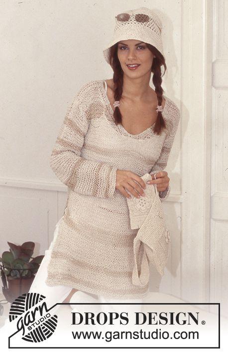 Lang løsstrikket DROPS genser i Bomull-Lin. DROPS Veske og hatt med blomst i Ribbon Gratis oppskrifter fra DROPS Design.