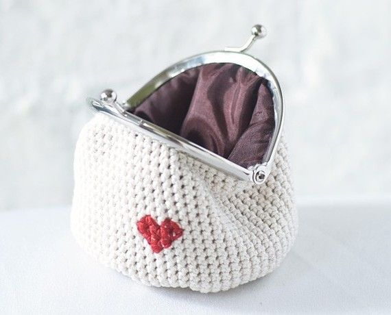 Crochet Coin Bag : Crocheted coin purse. If only I knew how to crochet.