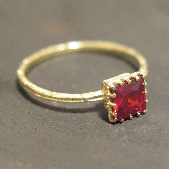 Garnet Gold ring, Yellow Gold Ring, 14k Garnet ring, January Birthstone, Natural Garnet Ring, Garnet Birthstone Jewelry, 14k Gold Ring