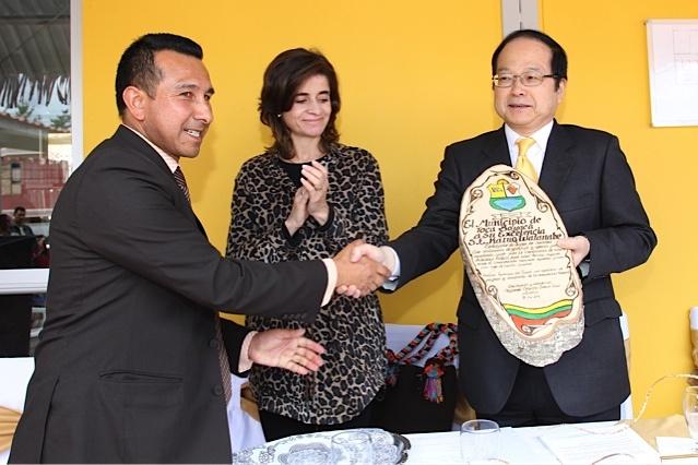 Alianza por la cultura: Viceministra de Cultura, Embajador del Japón y Alcalde de Toca, juntos por la lectura / Crédito @Milton Ramírez (@FOTOMILTON) Mincultura 2012