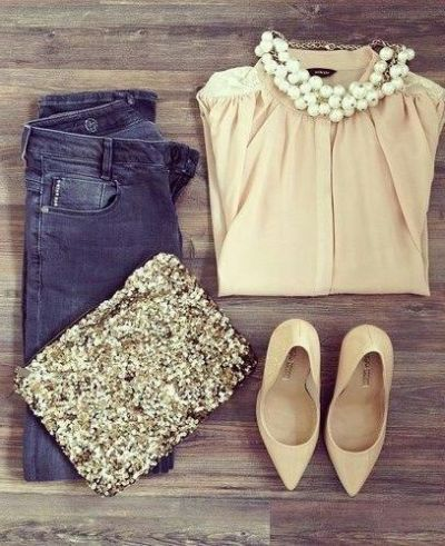 Pretty picture inspiration:  nude top and pointy toed heels, skinny jeans, gold glitter clutch and pearls.  #pearlsgowitheverything #ineedmoresparkle