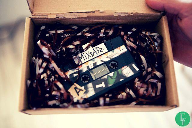 DIY project - Make a mixtape!  #diy #diyproject #doityourself #cassette #mixtape #vintage #oldschool #usbstick #gift #giftidea #valentines #perfectgift #boyfriend #girlfriend #someoneyoulove