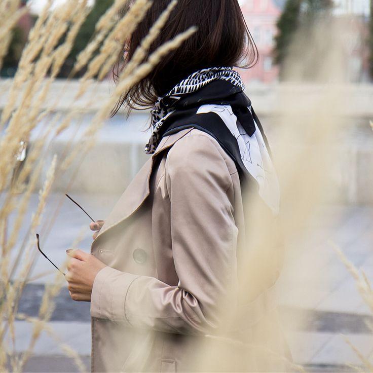 Шелковый платок-каллиграфия-аксессуар