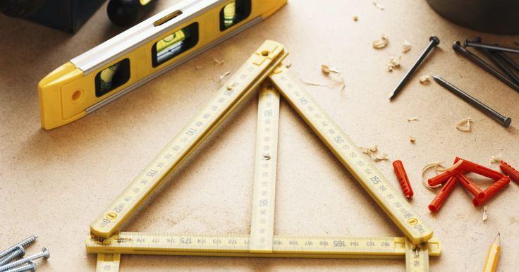 ¿Qué herramientas necesito para ser carpintero?. La carpintería es un importante comercio de expertos en la industria de la construcción. Existen tres clasificaciones de los carpinteros. Un carpintero de encuadre se especializa en la construcción de la estructura de madera de un proyecto de construcción. El ebanista es experto en la realización del marco de trabajo. A los ebanistas también se ...