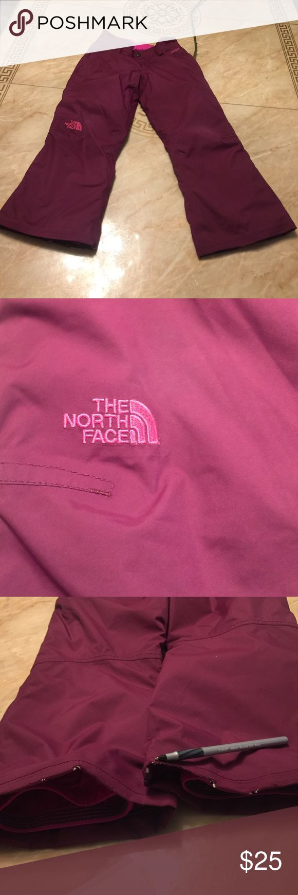 THE NORTH FACE GIRL Size (7/8) Visual signs of wear. The end part of the pants have minimal visual signs of damage  color Burgundy pink The North Face Bottoms Sweatpants & Joggers