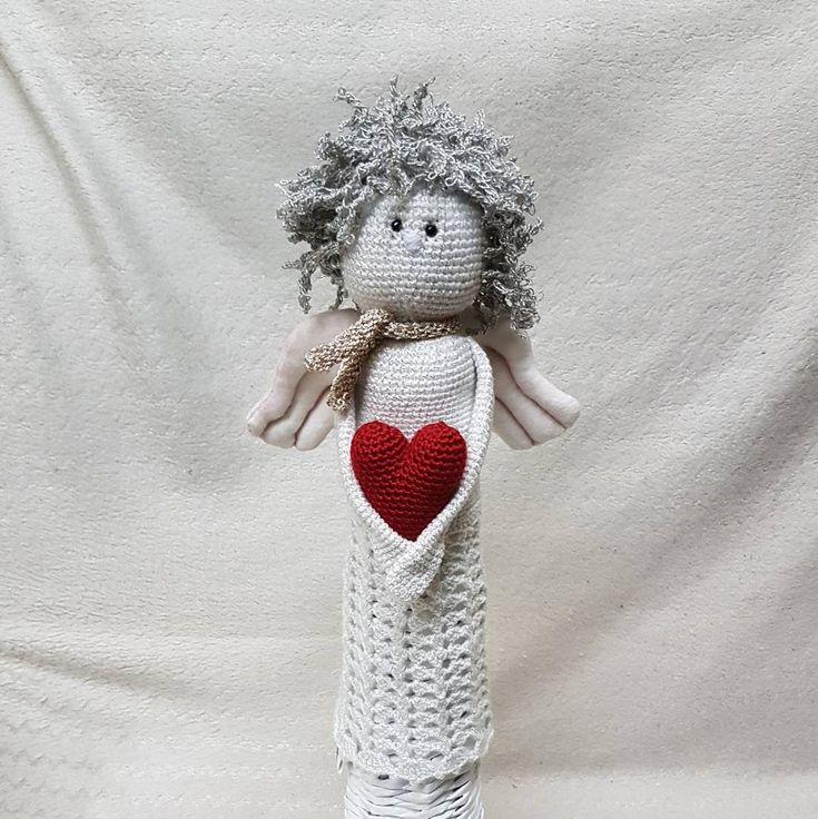moja ďalšia ručná práca 😇 háčkovaný anjel; už je podarovaný 😇 Umiestnený je na podstavci upletenom…