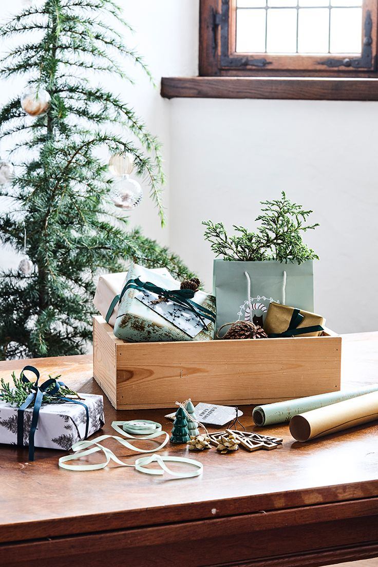 Christmas decoration and gift ideas. Explore this year's christmas collection in the new catalogue from Søstrene Grene
