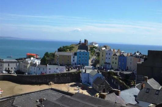 Tenby Holiday Cottage Clifton House is a superb tri level Georgian town house ideal self catering accommodation.Situated in the heart of the town centre with sea views from many of the rooms to the rear. Clifton House | FBM Holidays