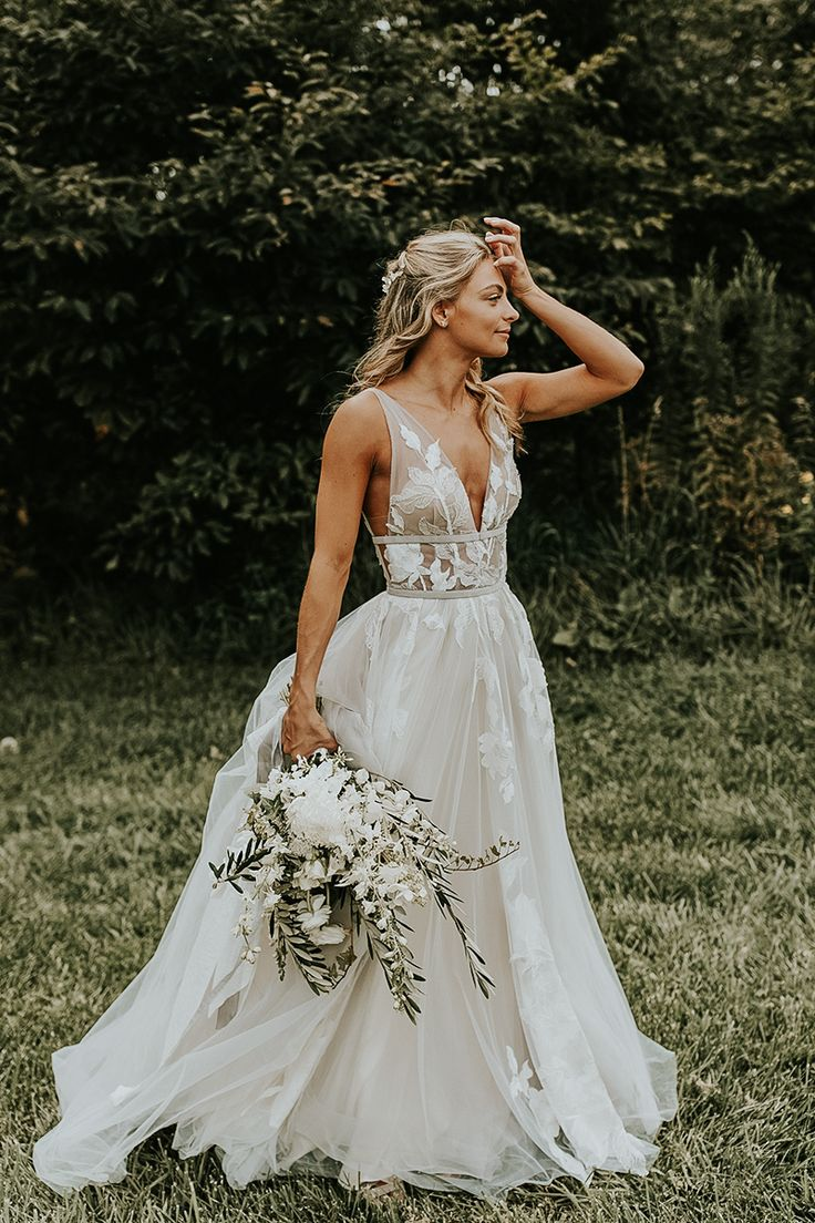 20 Extraordinary Floral Wedding Dresses Millennial Brides Will Love