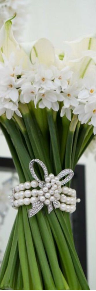 Pearl trim on bouquet