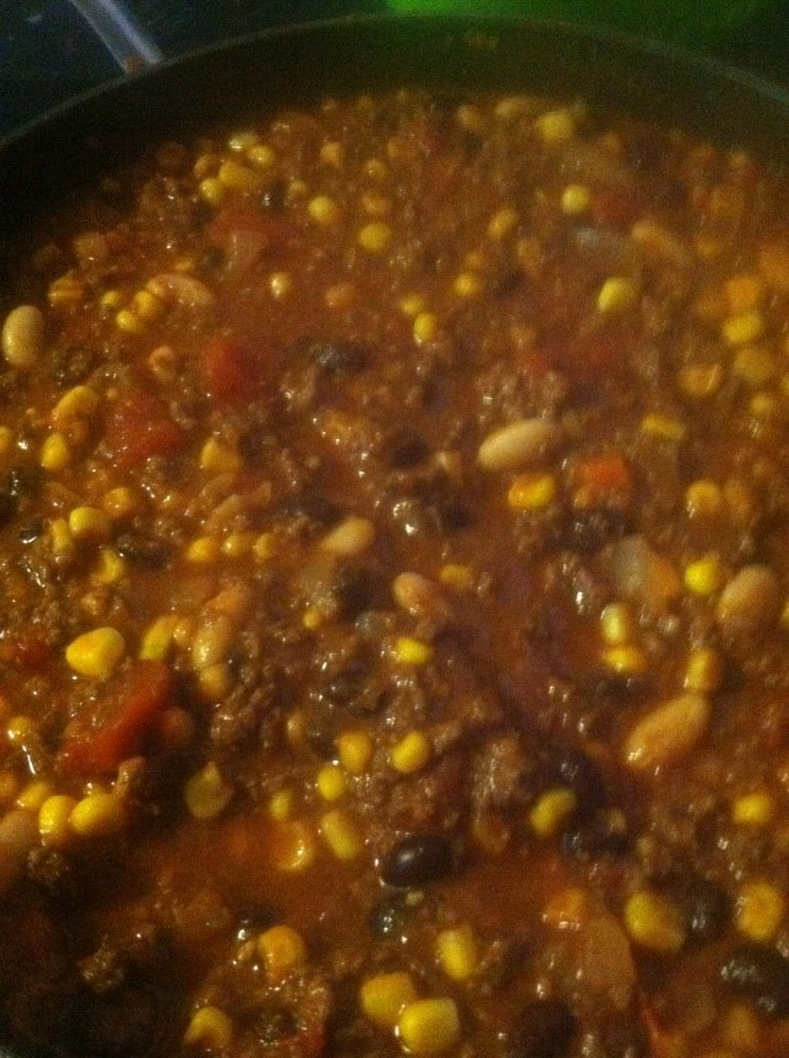 Moose Meat Chili 2 lbs of ground moose 1 onion 2 cans of corn 1 can of black beans 1 can of white kidney beans 1 can of veggie pasta sauce 1 can of diced tomatoes 1 can of tomato sauce 2 packages of taco seasoning 1/2 a package of onion soup mix
