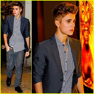 "Justin Bieber entering the Minskoff Theatre on November 8 in New York City. Justin attended the evening performance of The Lion King with his entourage.   Earlier that day, Justin and his manager Scooter Braun announced that some of the proceeds of his concert ticket sales would be going to Hurricane Sandy Disaster Relief.     ""We decided that for the Jersey, Brooklyn, and 2 MSG shows every ticket sold a dollar will be donated to Hurricane Sandy Relief. #GIVEBACK,"" Justin tweeted…"