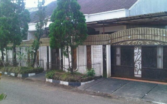 Dicari Rumah Murah - Rumah Dijual 3 Star Rating: Average Kayu Putih Jakarta Timur, Jakarta Rp. 3,000,000,000   Pusat informasi iklan Jual Beli Rumah Termurah