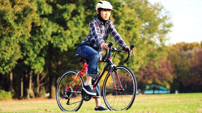ドッペルギャンガー、ジュニア用ロードバイク「タラニスジュニア」発売   フレームサイズを24インチホイールサイズに最適化。適応身長目安を140~160cmに下げ、小柄な体格の小学生・中学生が無理なく乗車できるように調整している。  クランク長の短い152mmクランクを搭載している。税抜き参考価格47,000円。