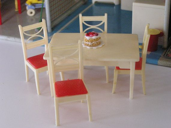 Dollhouse Miniature Vintage Renwal Kitchen Or Dining Table And Four Chairs  Ivory And Red Plastic 3