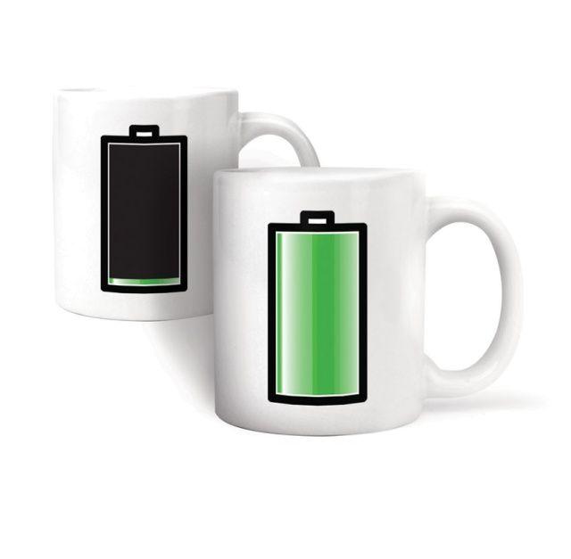 Magiczny kubek z nadrukiem baterii, która sprawdza stan nagrzania naszego napoju.