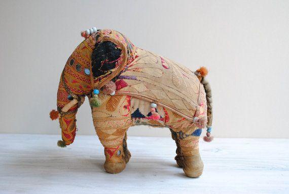 Vintage brodé en peluche éléphant indien Folk Art Toy OOAK /