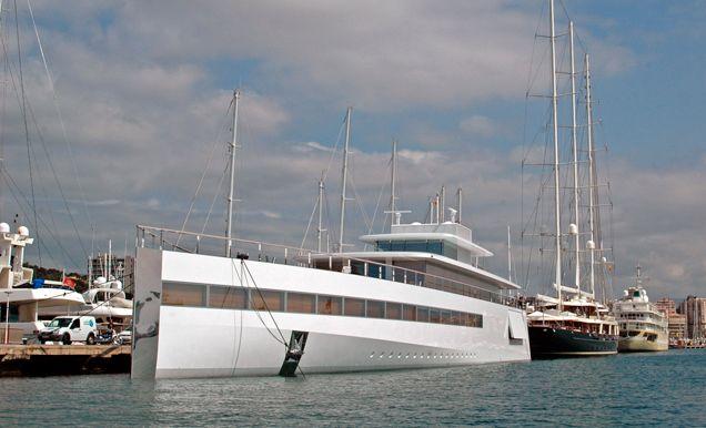 El sueño náutico de Steve Jobs ahora pasa unos días en el Club de Mar Mallorca. El yate Venus, de 78 metros de eslora y 12 de manga, fue dis...