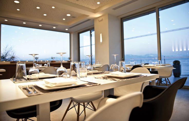 Sikyon Coast Hotel and Resort - Το εστιατόριο Palmer's µε θέα στο απέραντο γαλάζιο  του Κορινθιακού