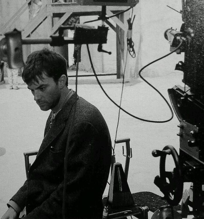 Paul Thomas Anderson sits next to the hand-cranked camera used to film the first part of the prologue of Magnolia (1999)