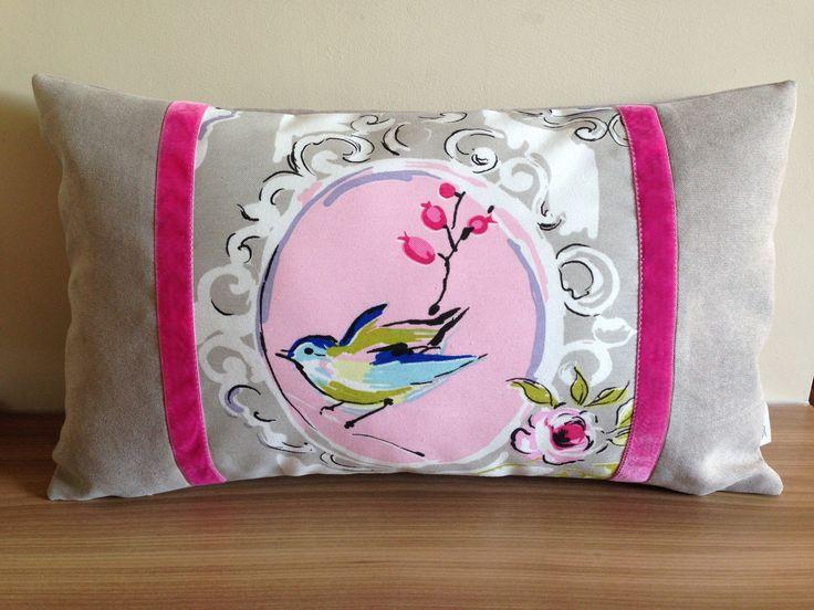 """Housse de coussin rectangulaire """"petit moineau"""" beige et rose : Textiles et tapis par acv-deco"""