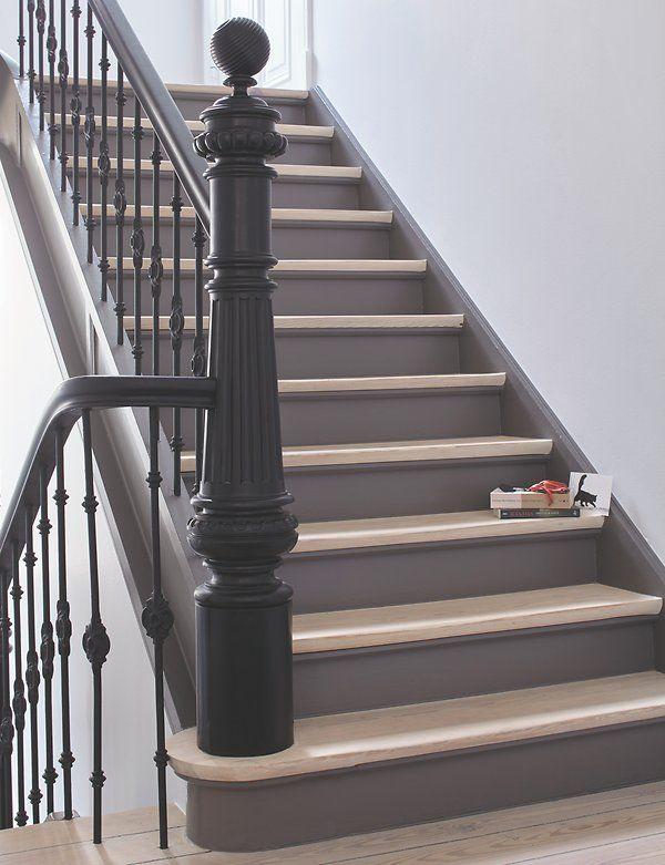 Alte Holztreppe lackiert