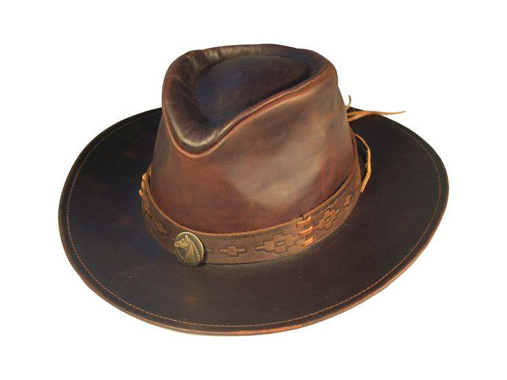 en el sombrero de cuero