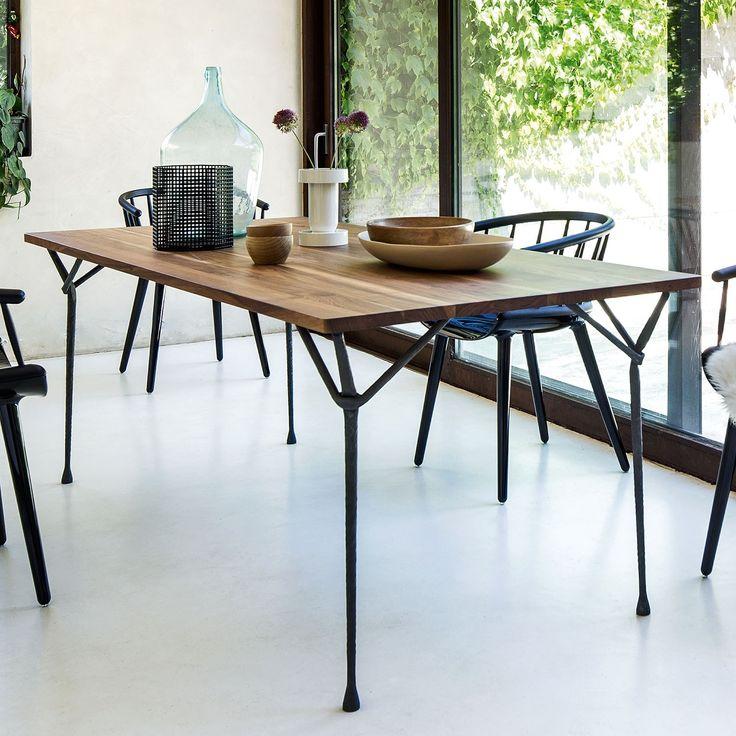 Tavolo in ferro battuto moderno Officina di Magis dal design particolare industriale