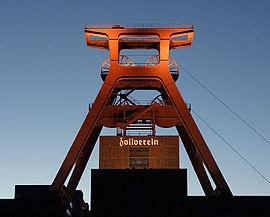 Zeche Zollverein - eines der neueren Wahrzeichen des Ruhrgebiets.   Oder was denkt Ihr?